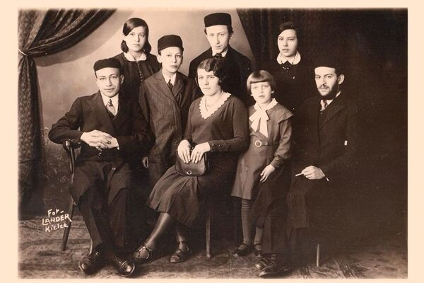 The eight Lwowski siblings. Sitting, from left to right: Alter, Miriam, Paula (Pola), and Yechezkel. Standing, from left to right: Rivcha, Leibel, Avram and Toiba. 1935.